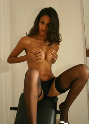 polliana-sexy-babe-in-stockings